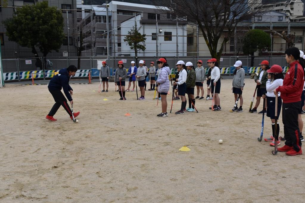 Doスポーツホッケー教室(戸坂小学校)